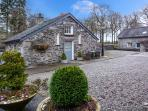 CAN BROW, pet-friendly single-storey cottage with woodburner, Graythwaite, Ref