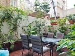 Very quiet and nice garden with fresh herbs