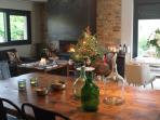 Amplio salón comedor con chimenea con preciosas vistas al valle