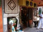 Calaca art gallery - Within walking distance