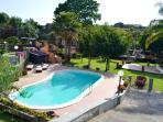 Il parco con piscina a disposizione degli ospiti