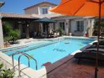 terrasse avec pergola, bains de soleil