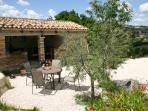 De tuin c.q. het terras van 'Rosa nel Pozzo'