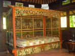 Bungalow Melati double bed set in a 100 year old antique hand carved & hand painted teak wood daybed