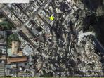 posizione strategica raggiungibile in macchina ma confinante con l'area pedonale del centro storico