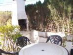 Terraza con muebles para disfrutar del sol y el mar en las tardes y noches de verano