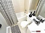 Modern full ensuite bathroom with bath tub/shower