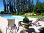 La piscine et le jardin privatifs