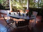 la colazione in veranda al fresco dai 30 gradi.