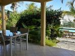 Terrasse couverte 18 m2 face piscine et mer