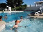 Detalle piscina infantil anexa a la grande