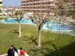 Otras piscinas de la urbanización.