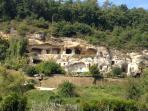 Ethni'cité cave dwellings in walking distance