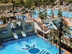 piscinas y jardines