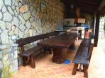 Enjoy a pizza oven and an outdoor meal!