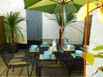 Take brekkie, lunch or supper in the sunny back yard. Seating for 6 with sunshade and BBQ. Perfect!