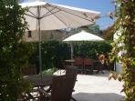 terrasse où sont servis les petits déjeuners