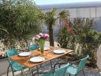une joie des vacances,repas sur la terrasse !
