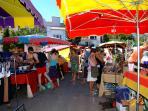 Le marché, jeudi et dimanche (5mn à pied)