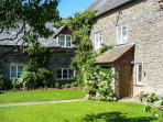 BLUEBELL COTTAGE, two double bedrooms, WiFi, fishing available, lovely walks nearby, near Leominster, Ref 923071