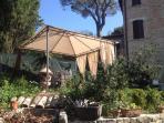Giardino con terrazza solarium