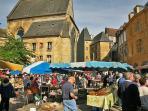 Sarlat, le marché : promenade et saveurs locales garanties !