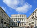 Sud-Est, 500 m: Palazzo Ducale, Piazza de Ferrari e il centro città