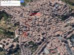The apartment is located inside the city walls, close to Piazza del Campo ( 4 minutes walk)