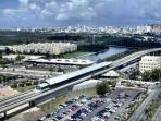2 blocks from Coliseum Station- Tren Urbano