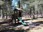 Parque infantil cercano y merendero