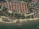 Vista urbanización junto en primera linea de playa