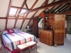 Queen bed with en suite bath on 2nd floor - 51 Eliphamets Lane Chatham (Captains House) Cape Cod New England Vacation...
