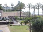 vista del restaurante desde la bajada a la playa. A 2 minutos