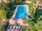piscine chauffée 75 m2 avec cascade