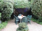 Le coin repas dans le jardin