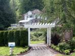 THE OLDE GLENCOVE HOTEL* A VACATION RENTAL PLACE