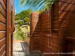 The Master Suite (Suite Victoire) : the outdoor shower