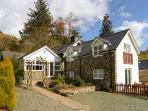 THE SECRET HIDEAWAY, pet friendly, character holiday cottage, with a garden in Lake Vyrnwy, Ref 11892