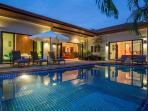 Moonstone Villa, 6 bedrooms and private swimming pool, 1km from Nai Harn Beach