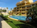 Apartamentos con piscinas, cascadas, jardines