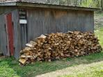 Unlimited dried/stacked firewood just a few yards from the cabin at $10/night