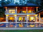 Coral Villa, with 7 bedrooms, sleeping 15 guests, 1km from Nai Harn Beach