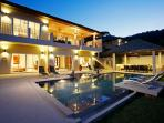 Amber Villa, with 7 bedrooms, sleeping 15 guests, 1km from Nai Harn Beach