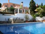Spacious luxury villa & garden with pool & jacuzzi