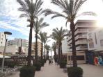 Calle peatonal Bilbao, acceso a la playa de Llevant, menos de 100 metros