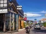 Villa Pippa Shops is close to the best restaurants in Bali on Oberoi Street.