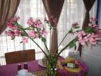 Welcome: With Ecuadorian Flowers & Fruits Bienvenida: Flores y Frutas Ecuatorianas