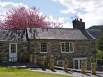 Tyn Y Fron cottage in The heart of North Wales, The Gateway to Snowdonia. See everywhere with ease.