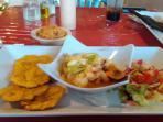 Don Juan Restaurant, presentacion langosta al ajillo, ummm rico. A solo 1 km de la propiedad.