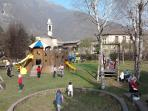 Parco giochi (5 minuti a piedi)